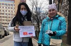 俄罗斯《共青团真理报》登载越南人免费赠送口罩的感人故事