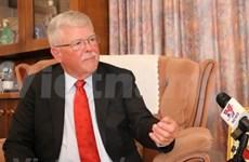 澳大利亚教授卡尔·塞耶:越南对遏制新冠肺炎疫情蔓延实施社会距离措施取得最高成效