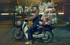 英国摄影师拍摄的越南街上卖观赏鱼的小贩在美国获奖