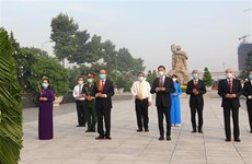 国家统一45周年:胡志明市领导上香缅怀英雄烈士