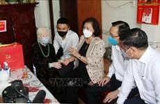 国会主席阮氏金银走访慰问胡志明市英雄母亲和武装力量英雄