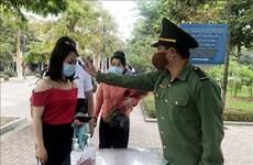 4·30和5·1假期期间成千上万名游客前往胡志明主席家乡参观游览