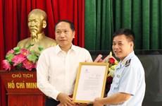 越南第一海队破获一起特大香烟走私案   获政府常务副总理张和平的表扬