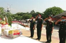 广平省为26具在老挝牺牲的越南烈士遗骸举行迎接和安葬仪式