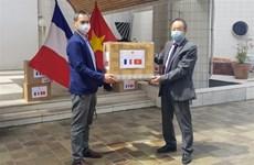 越南向法国各团体组织赠送1.5万只医用口罩
