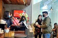 河内市要求街头饮食经营者必须佩戴口罩