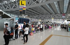 将300名在泰国的越南公民运送回国