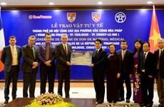 越南河内市向法国部分地方人民赠予防疫物资