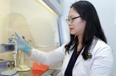 岘港市女博士研制的多级水过滤器为社区做出贡献