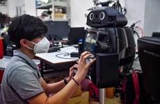 泰国研发支持新冠疫情防控工作的机器人