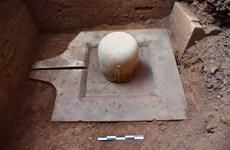 在美山世界文化遗迹群中发掘出一块由整个石头制成的林迦和约尼石雕