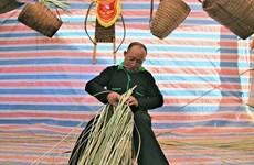 着力保护赫蒙族同胞的传统竹编
