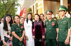 越南国会主席阮氏金银会见优秀新闻工作者代表