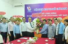 胡志明市领导人走访新闻媒体机构祝贺越南革命新闻日95周年