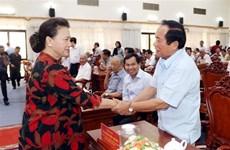 国会主席阮氏金银接待芹苴市选民