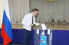 旅居越南的俄罗斯人对俄罗斯宪法修正案进行投票