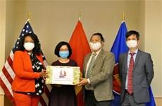 越南驻美国大使馆向美国首都华盛顿赠送口罩