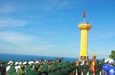 逾3500人参加在广义省李山岛泰来山上举行的升旗仪式