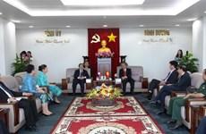 越南平阳省与老挝各省市加强合作关系