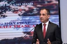 越法两国不断深化民间友好关系