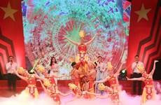 """2020年第13次""""红色之花""""艺术晚会在河内举行"""