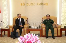 越南国防部部长吴春历会见日本新任驻越大使山田贵雄