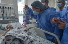越南国家副主席邓氏玉盛走访慰问双胞胎竹儿和妙儿
