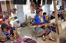 龙八乡亚麻纺织村