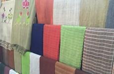 冯舍村艺人用藕丝织布 推出特色产品