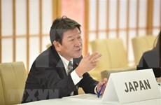 日本外务大臣对新加坡进行正式访问