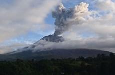 印度尼西亚锡纳朋火山再次喷发