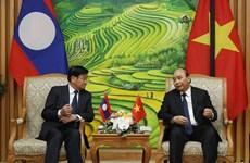 越南政府总理阮春福会见老挝总理通伦一行