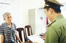 涉嫌从事煽动分裂国家罪的两名嫌疑人被起诉拘留