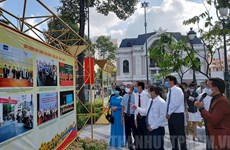 """题为""""越南九二国庆节的精神永远不灭""""图片展在胡志明市举行"""