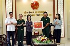 越共中央民运部部长张氏梅视察谅山省边防部队