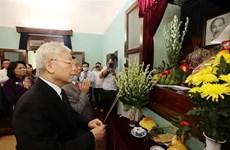越共中央总书记、国家主席阮富仲在胡志明主席遗迹区进香