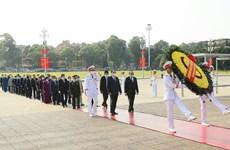越南国庆75周年:党和国家领导入陵瞻仰胡志明主席遗容