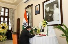 越南外交部副部长阮国勇前往印度大使馆吊唁印度前总统普拉纳布
