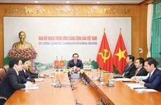 越共中央对外部部长黄平君与日本共产党国际委员会主任绪方康雄举行会谈