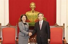 越共中央经济部长阮文平会见来越履新的澳大利亚驻越大使