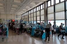 新冠肺炎疫情:将在新加坡的近360多名越南公民接回国
