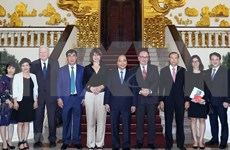 越南政府总理阮春福会见荷兰、比利时和欧洲投资者