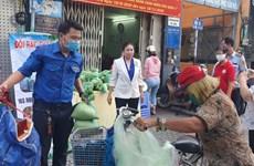 """胡志明市开展""""以塑料垃圾来换大米""""环保活动"""