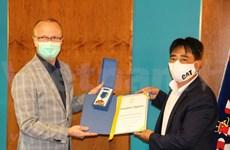 捷克帕尔杜比采州对越南人社群为当地新冠肺炎疫情防控工作所作出的贡献给予高度评价