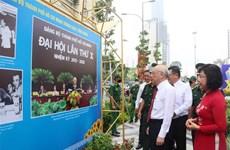 """迎接越共十三大:""""团结、活跃、创新、温情的胡志明市委""""图片展开展"""