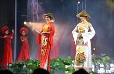 """ """"我爱越南奥黛""""的奥黛文化节开幕"""