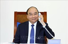 越南政府总理阮春福与日本首相菅义伟通电话