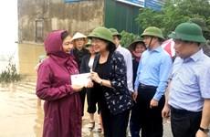 国家副主席邓氏玉盛看望慰问广平省洪灾受灾群众