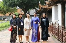 日本首相菅义伟夫人参观文庙国子监和越南妇女博物馆