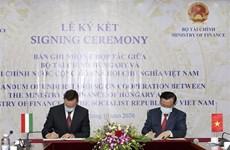 越南与匈牙利签署金融合作备忘录